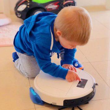 Домашният робот Maya става и за игра