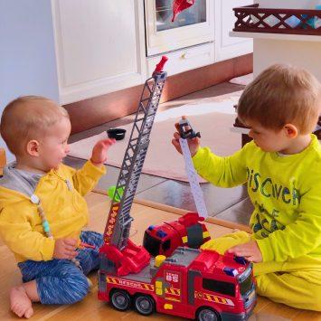 11-те любими играчки на Боян, към които често посяга, а понякога и играе с тях