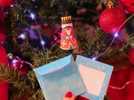 Лесни коледни декорации и подаръци с деца у дома