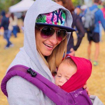 За бебеносенето – моето спасение с две деца с малка разлика